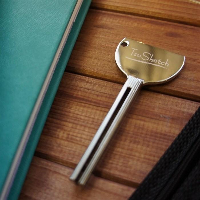 Ключ-выжиматель для тюбиков с краской TsuSketch/ Key squeezer for tubes of paint TsuSketch - фото 4567